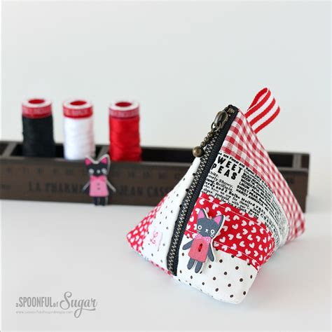 pattern for triangle coin purse with zipper triangle coin pouch a spoonful of sugar