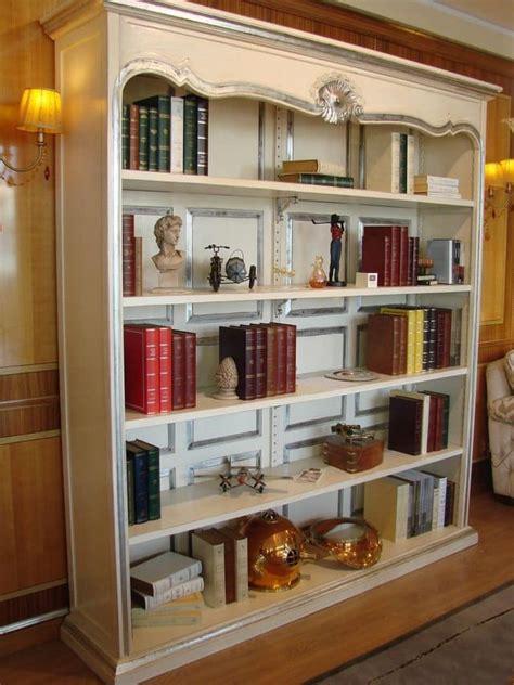librerie classiche di lusso libreria laccata finiture argento per la casa idfdesign