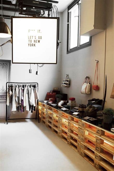 decorar con muebles recuperados ideas de decoraci 243 n con palets para una tienda palets