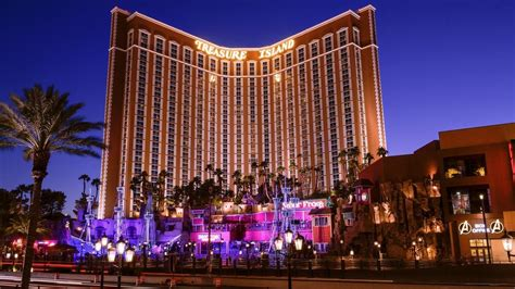 light entertainment las vegas 9 places on the vegas where you can still find free