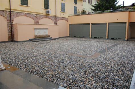 pavimentazione cortile esterno pavimenti in pietra per esterni viali spiazzi giardini