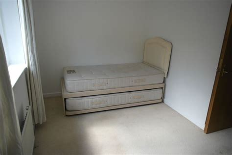 rooms to rent es single room for rent in room for rent