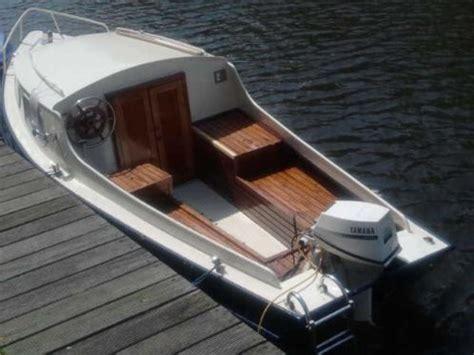 boot met buitenboordmotor te koop goed onderhouden stalen motorboot met buitenboord motor