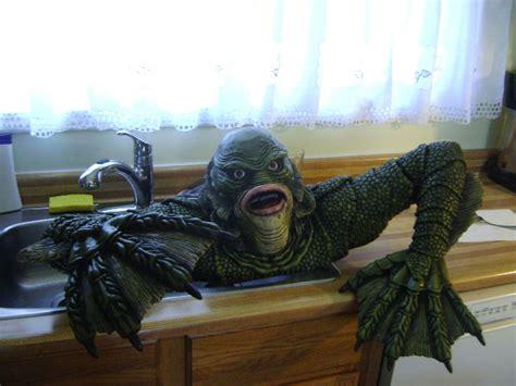 creature   black lagoon universal monsters grave