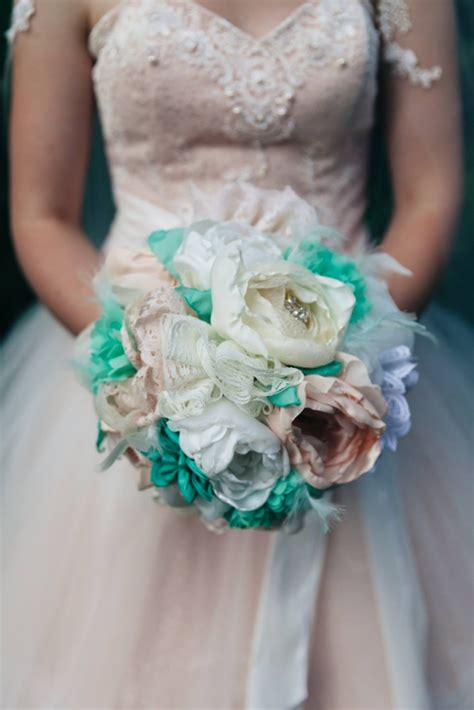 How To Make A Bouquet Of Flowers With Paper - make a bridal bouquet of fabric flowers the diy
