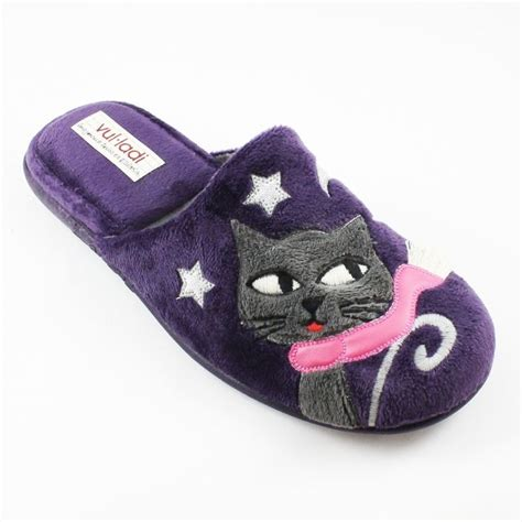 uniqlo bedroom slippers 1000 images about cat slippers on pinterest wool cartoon cats and cat bedroom