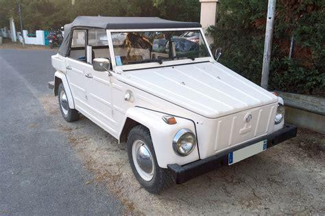 volkswagen type 181 dans la rue une volkswagen type 181 un autre tout