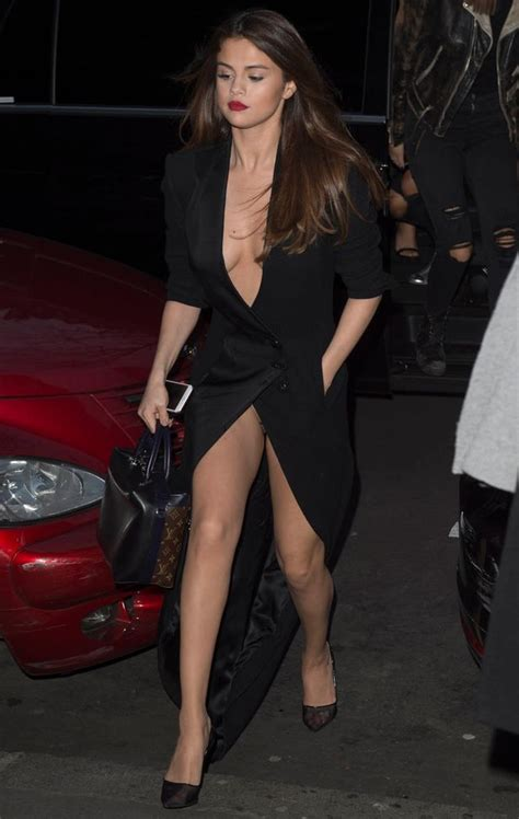 selena gomez accidentally flashes knickers as she