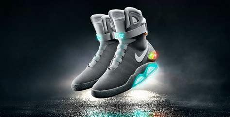 Sepatu Nike Mag bersiap ikutan lelang sepatu michael j fox back to the future 103 8 fm brava radio