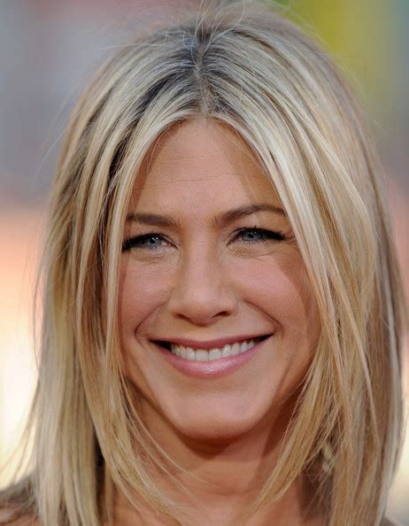 Aniston Hairstyles Pictures by New Year 2012 Aniston Hairstyles