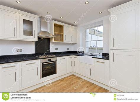 cozinha moderna  cozinha da forma  branco foto de stock