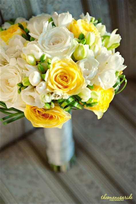 bouquet  Love the yellow roses   Healthy Eating   Wedding