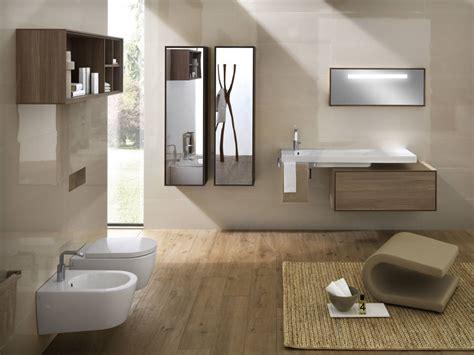 bagni piastrellati moderni il bagno moderno con lo specchio contenitore
