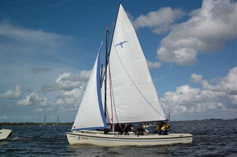 snelle open zeilboot valk open zeilboot koudum botentehuur nl