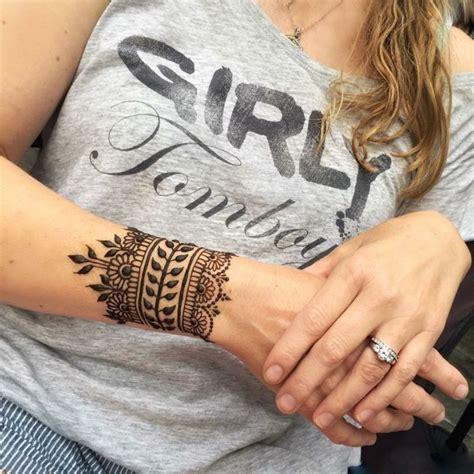diy tattoo armrest tattoo vorlagen frauen henna tattoo am arm dezente idee