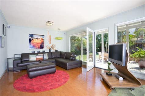 runder roter teppich wohnzimmer ideen wie raumausstattung auf die familie