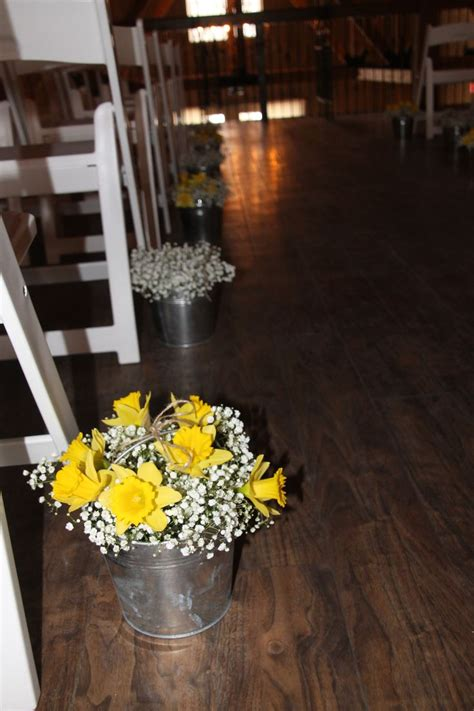 Wedding Aisle Buckets by 1000 Ideas About Tin Buckets On Galvanized