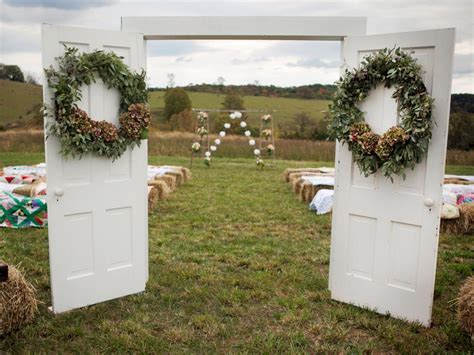 Decorating A Trellis For A Wedding