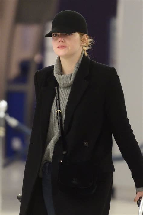 emma stone street style 2017 emma stone travel outfit jfk airport in nyc 2 10 2017