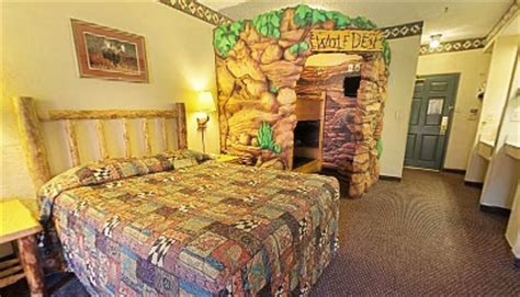 wolf den room great wolf lodge great wolf lodge sandusky rooms family vacation critic