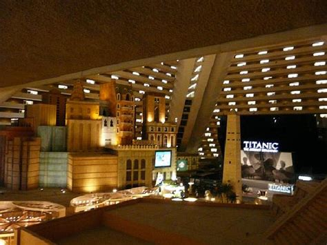 how many rooms in las vegas luxor hotel las vegas how many rooms