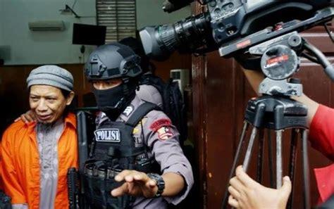 aman abdurrahman ketika aman abdurrahman dipeluk korban teror bom yang