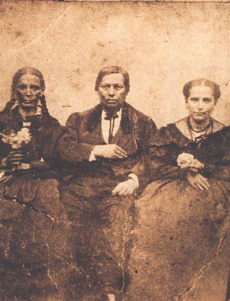 imagenes reales benito juarez benito ju 225 rez en compa 241 237 a de su hermana nela izquierda y