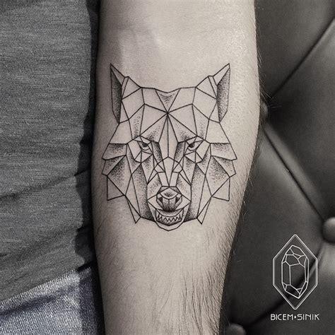 tatuaggi minimalisti eleganti linee punti geometrie bicem