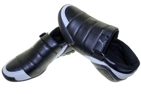 T Shirt Reebok 2 Abu selop lapis sepatu olahraga nike adidas reebok