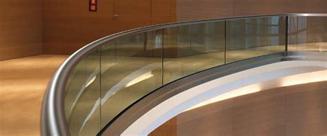 Absturzsicherung Geländer by Gebogenes Glasgel 228 Nder Glas News Produkte Baunetz Wissen