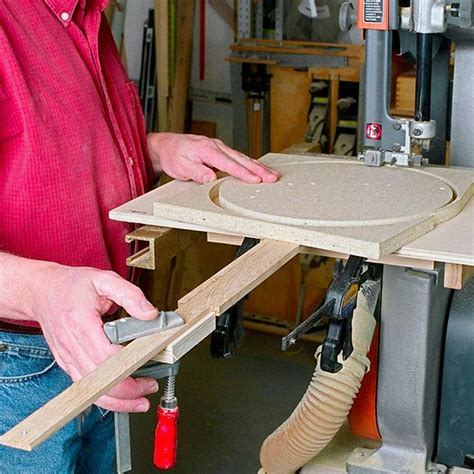 bandsaw circle cutting jig woodworking plan  wood magazine