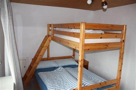 polsterbett mit treppe bett mit treppe luxus bett mit treppe hochbett treppe
