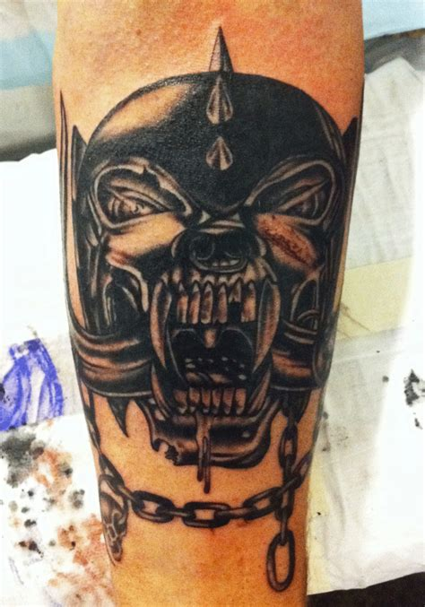 mark lonsdale tattoo bondi sydney motorhead snaggletooth