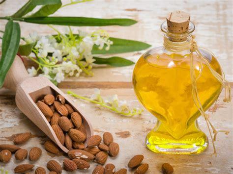 Minyak Almond Untuk Bibir 6 minyak alami mencegah bibir kering dan pecah pecah
