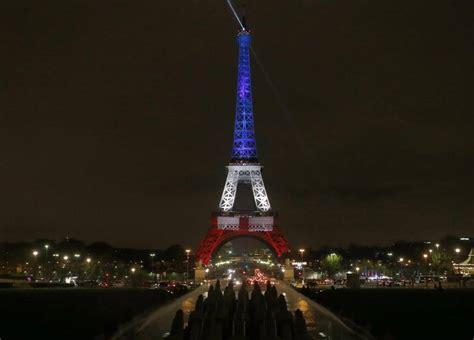 illuminazione tour eiffel parigi la tour eiffel riapre e si tinge tricolore