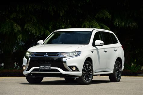 nissan outlander news mitsubishi outlander phev has risky security flaw