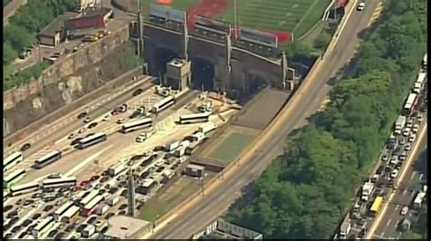 lincoln tunnel traffic report lincoln tunnel crash causes injuries