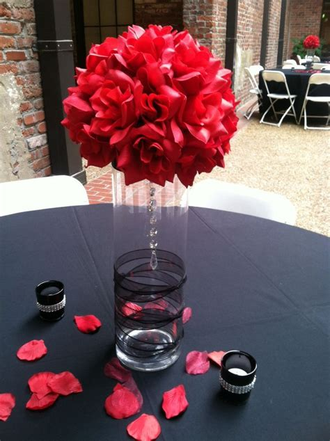 Stunning Idea For A Black And Red Themed Wedding Black Vases For Wedding Centerpieces