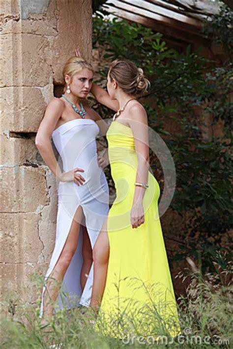 jalousie entre femmes jalousie entre deux femmes photo stock image 54215342