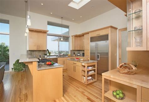 is maple wood good for kitchen cabinets maple cabinets a good choice for elegant and modern