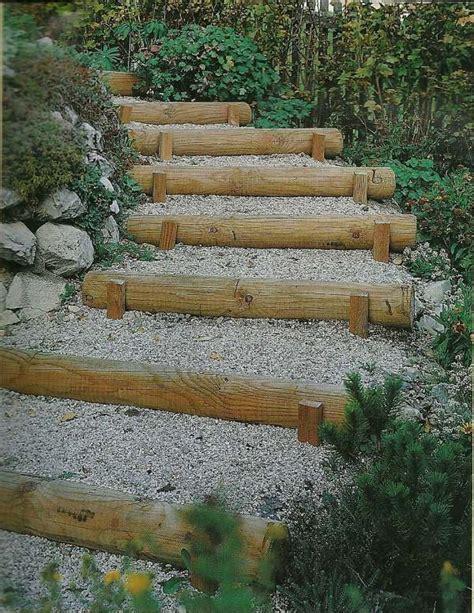 scala da giardino realizzare una scala con legname in un giardino
