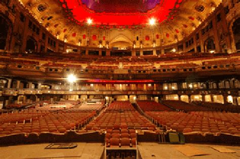 theater chicago seating capacity the chicago uptown theatre saluting our heroes presents