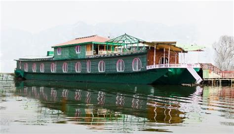 house boat srinagar price houseboat 1002 nights 77 9 1 prices hotel
