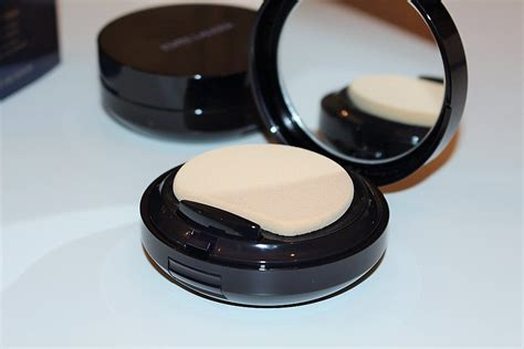 estee lauder double wear light review estee lauder double wear makeup to go review swatch