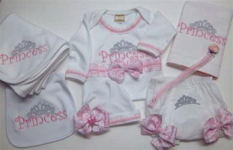 cosa portare in ospedale per il neonato corredino per l ospedale neonato a aprile mamme magazine