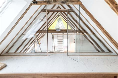 schlafzimmer dachboden dachboden schlafzimmer spitzboden holzboden weiss