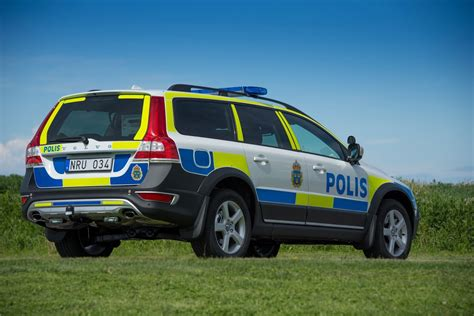 volvos updated  xc  awd police car   thumbs   swedish police carscoops