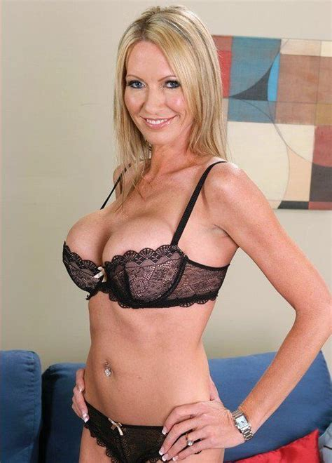 anilos mature women of interest home page emma starr these cougars prove that they are still sexy