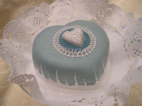 fiori cioccolato plastico mini torte decorate con cioccolato plastico e ghiaccia reale