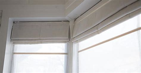 how mary layered roman blinds and curtains in her bedroom how to make double layered roman blinds roman blinds